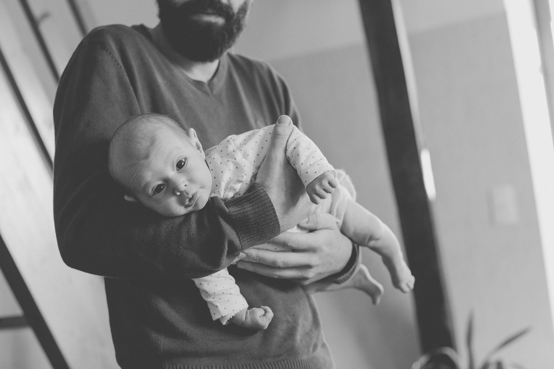 Séance photo nouveau-né à la maison avec Mathilde Bruand
